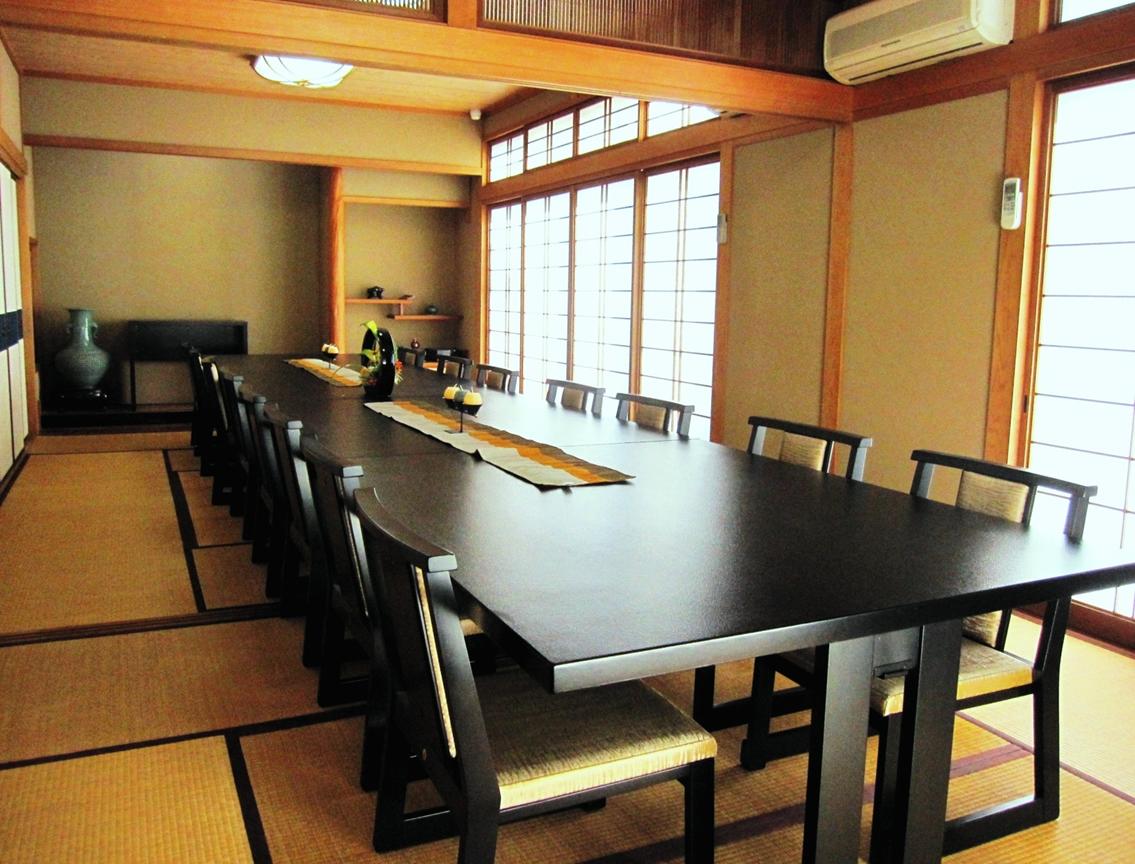 会食室(法事の後のお食事に)